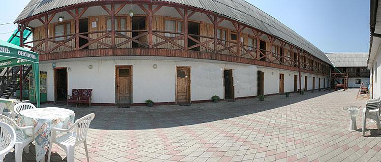Гостинний двір віола
