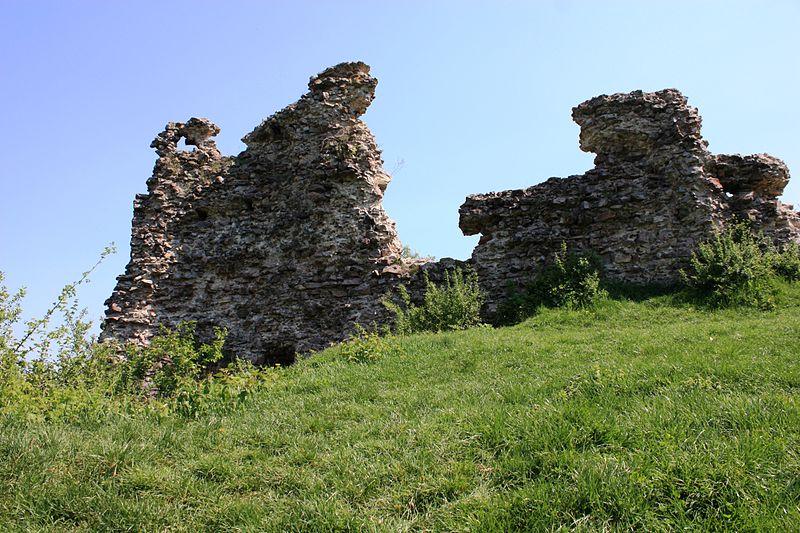 руїни замку в селі Королево