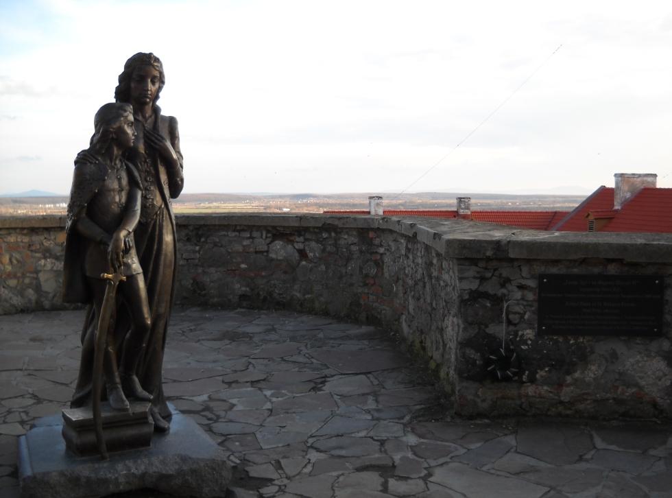 Бронзовий пам ятник княгині ілоні
