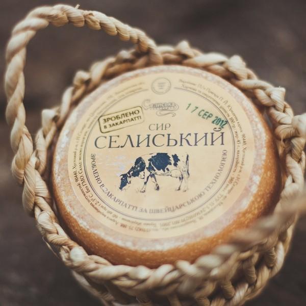 Селиська сироварня пакує продукт у вироби місцевих умільців
