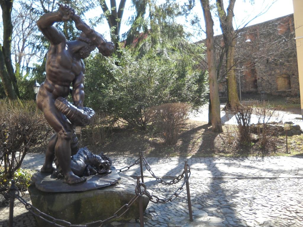 Пам'ятник Гераклу – Ужгородський замок