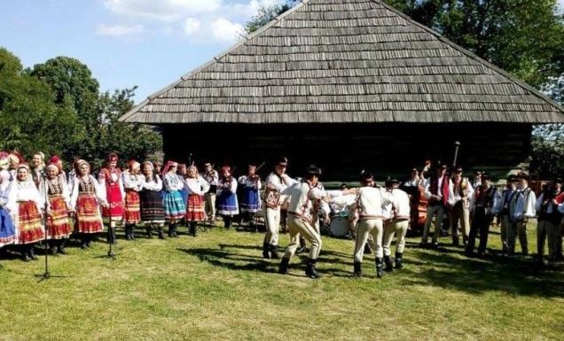 Культурний відпочинок в Ужгороді та околицях: зв'язок культурних традицій з сучасністю