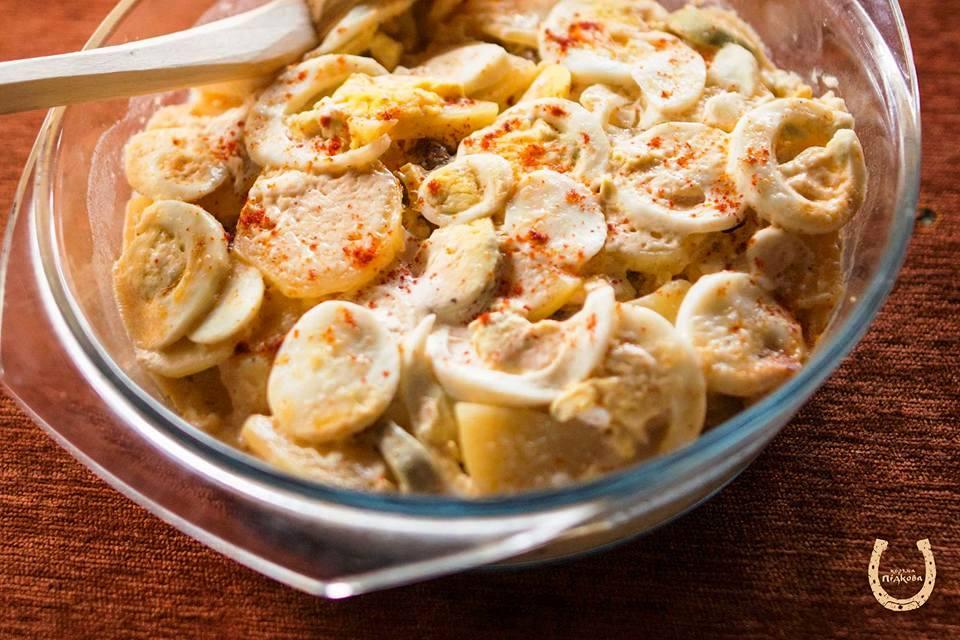 Рокот-крумплі: картопля, запечена з яйцем та пікницею