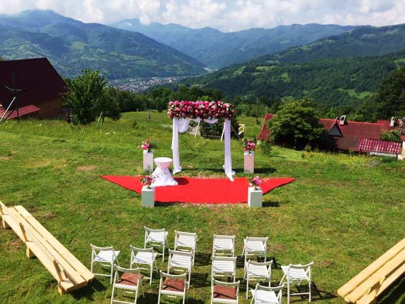 Офіційні та символічні церемонії, особливості вибору території, інструкція для тих, хто планує організувати собі весілля в Карпатах.
