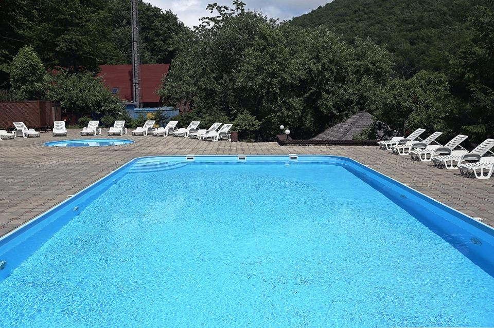 Відпочинок в Закарпатті на відкритих басейнах Воєводино