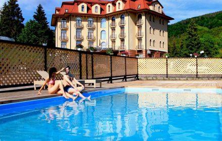готелі з басейном