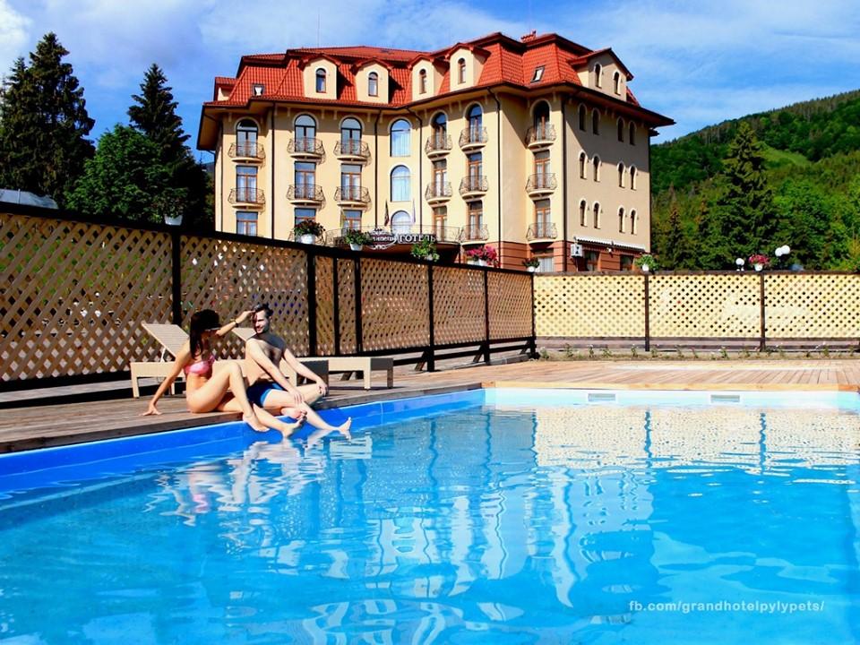 Готель з басейном Карпати – Гранд Готель Пилипець