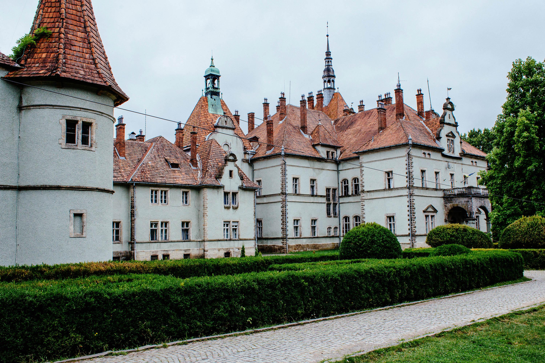 Роза вітрів графів Шенборнів: палац із Джерелом краси серед чарівного парку