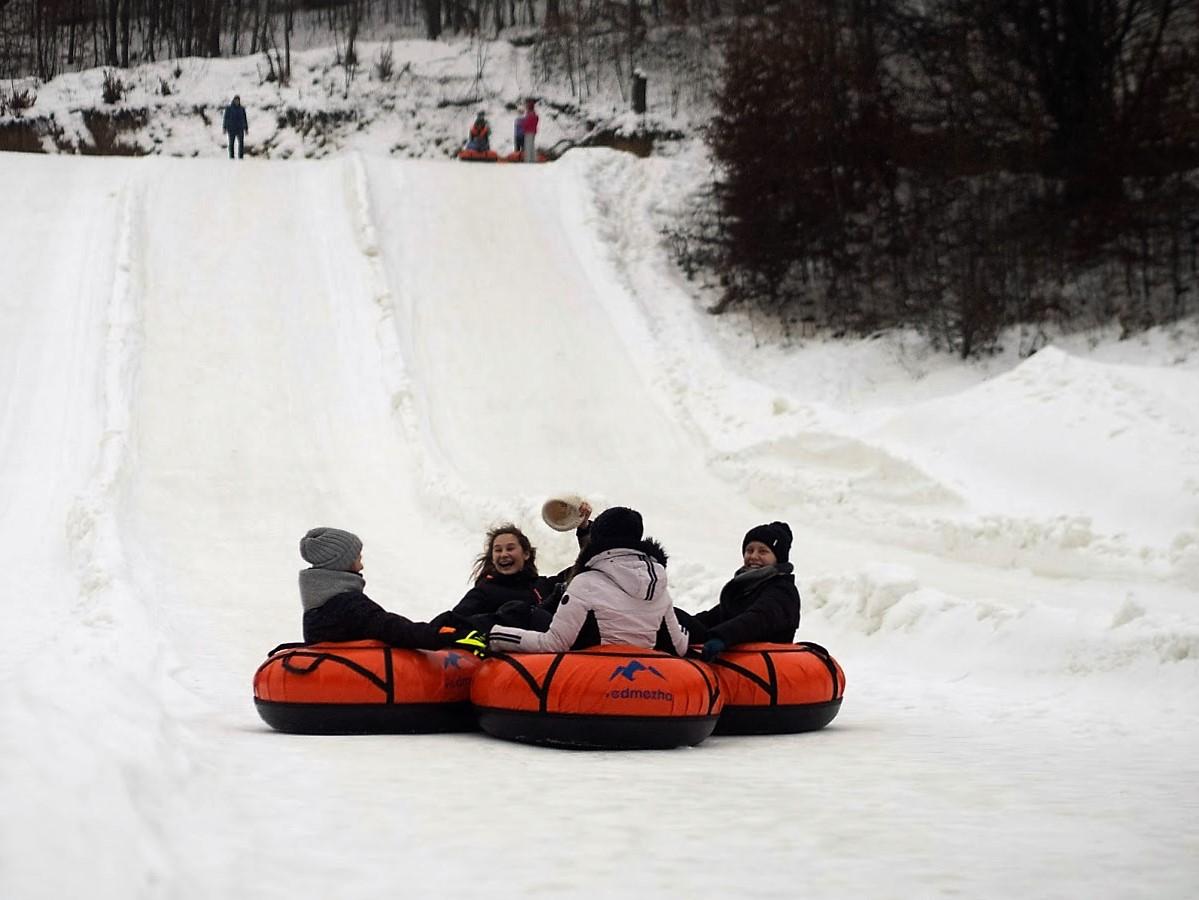 Тюбінговий парк Vedmezha запрошує на зимове катання