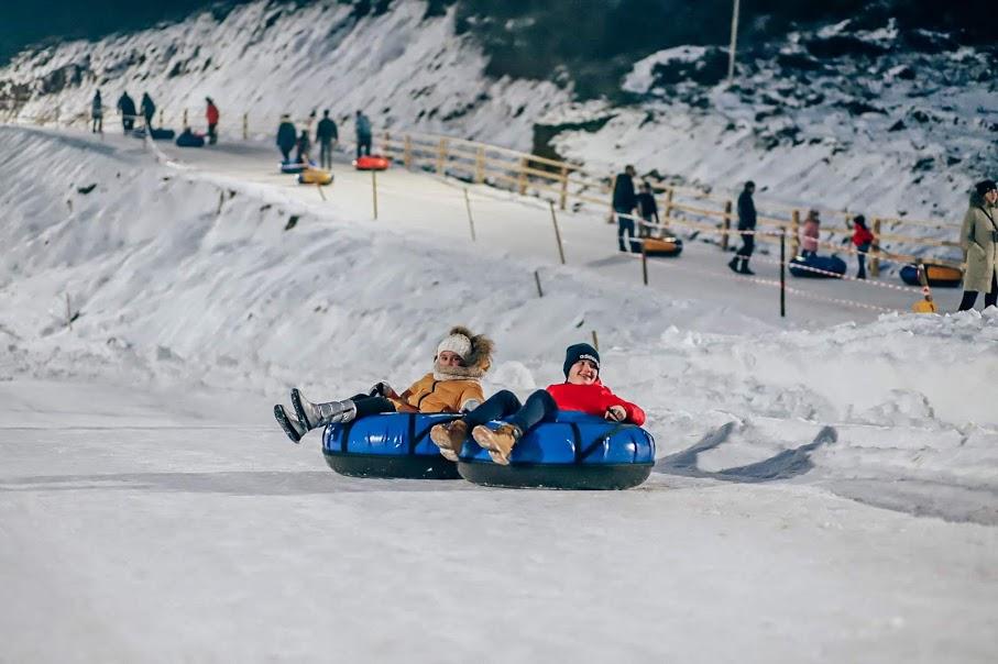 Зимове катання в тюбінг-парку Dream Park Karpaty