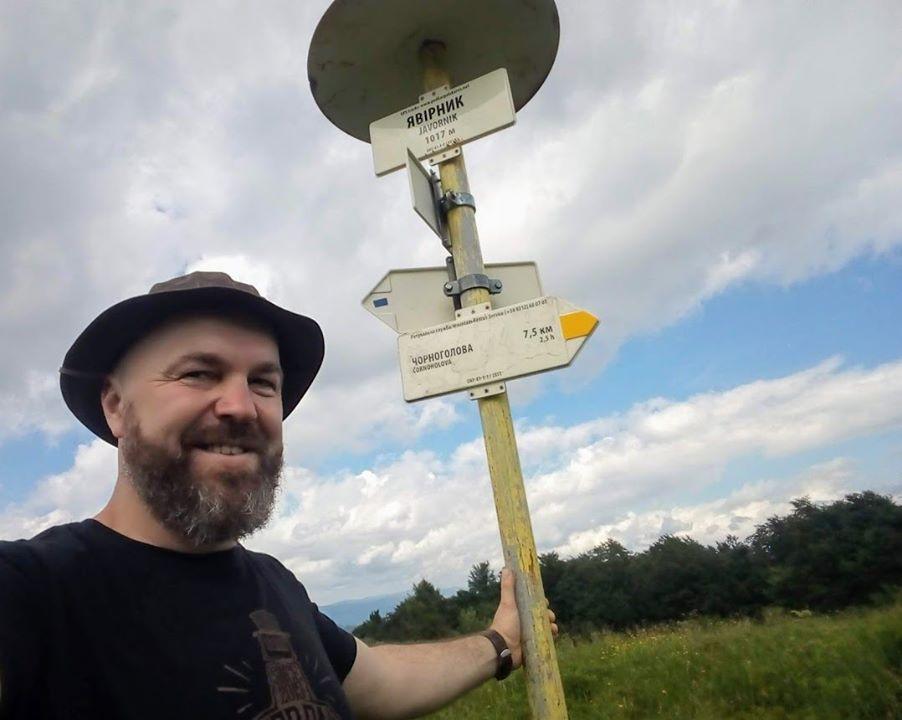 Гірський провідник Владислав Товтин розповідає про похід до гірського притулку Явірник. Туристичний маршрут зручний, як для новачків так і для любителів активного відпочинку.