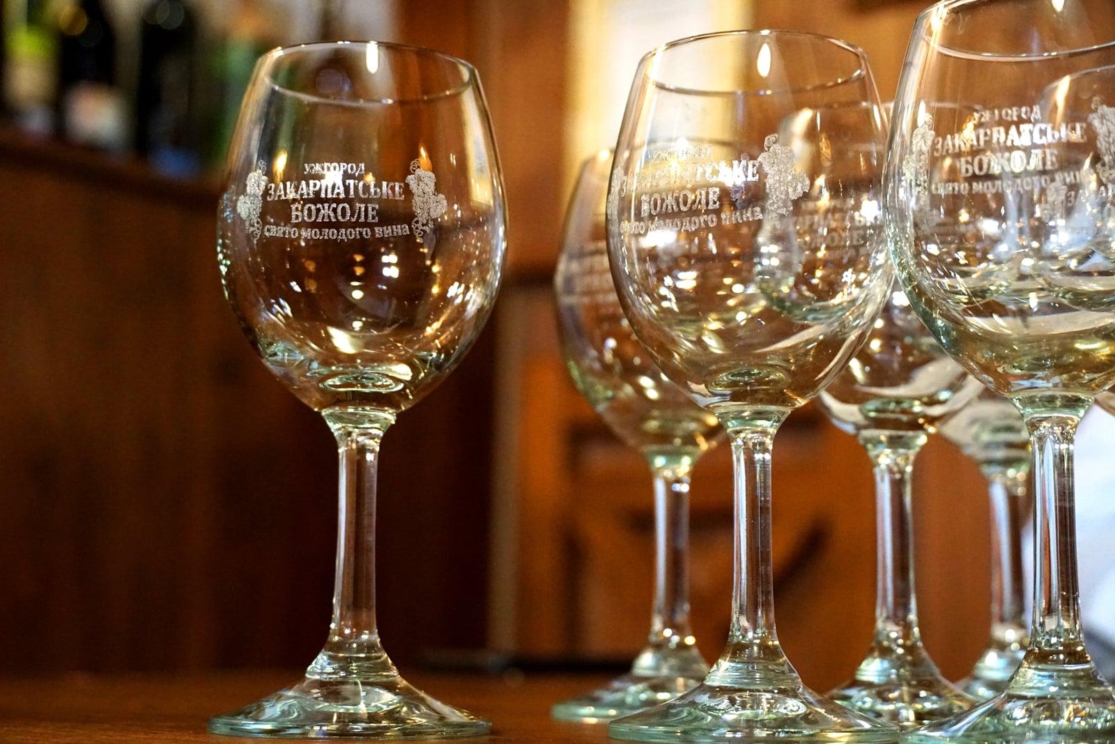 Ужгород запрошує на фестиваль вина Закарпатське божоле 2021, традиційно на свято молодого вина будуть представлені молоді вина кращих виноробів Закарпаття.